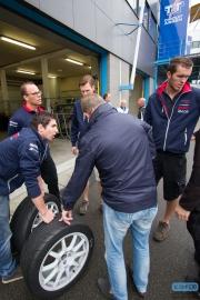 Banden inspectie bij Bas Koeten Racing - DNRT Endurance - TT-Circuit Assen