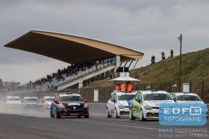 Start Clio Cup Benelux tijdens de Paasraces op Circuit Park Zandvoort