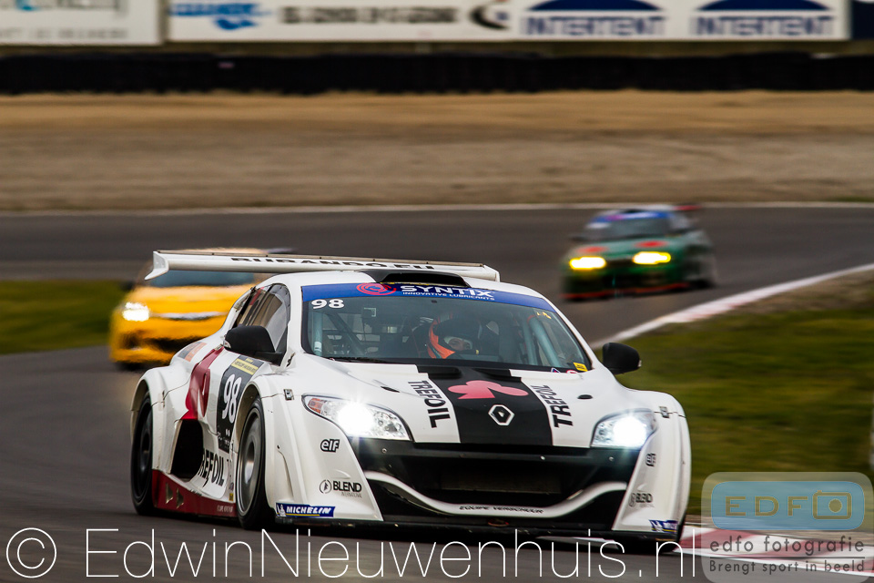Luc en Max Braams winnen de DNRT WEK Syntix Nieuwjaarsrace 2014 in een Renault Megane van Las Moras Racing Team
