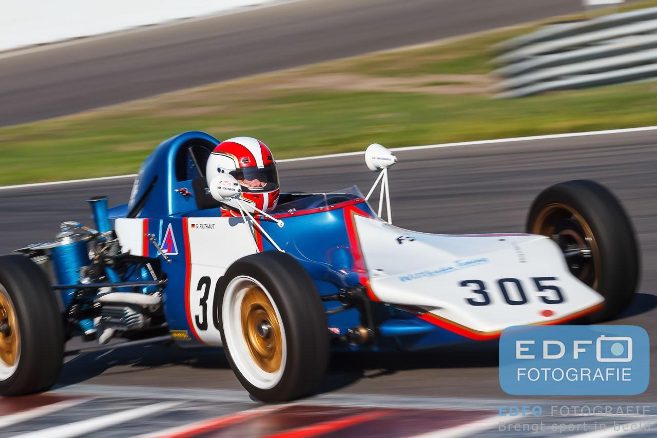 Van vrijdag 7 tot en met zondag 9 augustus stond het DNRT Super Racing Weekend op de kalender van Circuit Park Zandvoort. Edfo Fotografie was op zondag 9 augustus aanwezig. Op deze dag kwamen de Mazda MaX5 Cup, de snelle Porsches van de All Dutch Porsche Club Racing en de Formule bolides in de Formel Vau in actie op het Circuit van Zandvoort.