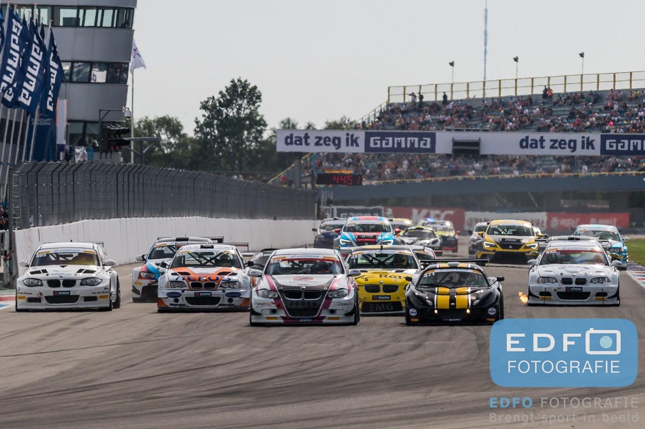 Een hoogtepunt op de kalender van de Supercar Challenge powered bij Pirelli is de Gamma Racing Day. Ook dit jaar streden de coureurs weer voor volle tribunes om de prijzen, Bekijk hier de foto's.