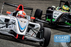 Paul Sieljes in een Formula Renault 1.6 van Stuart Racing Team tijdens de Paasraces 2014