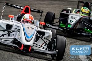 Paul Sieljes in een Formula Renault 1.6 van Stuart Racing Team tijdens de Paasraces 2014