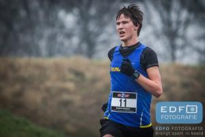 Thijs Wiggers op weg naar winst op de tien kilometer van de Slangenbeekloop in Hengelo