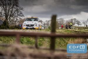 Timo van der Marel en Rebecca Smart winnen de R2 klasse in de Opel Adam R2