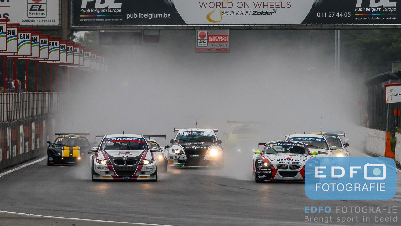 Start Supercar Challenge sportklasse in de regen tijdens de Syntix Super Prix op Circuit Zolder