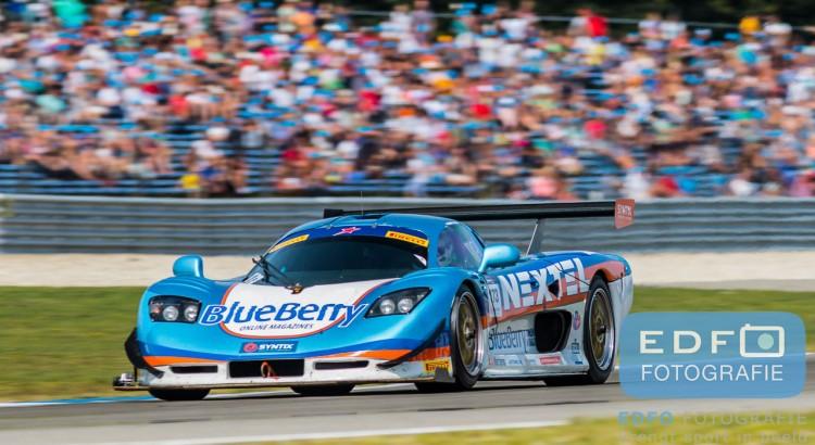 Berry van Elk wint in de BlueBerry Racing Team Mosler MT900R GT3 de tweede race tijdens de Gamma Racing Day op TT-Circuit Assen