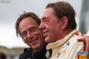 David Hart (links) en Hans Hugenholtz genieten zichtbaar na afloop van hun stint in de Gentleman Drivers Race tijdens de Historic Grand Prix Zandvoort