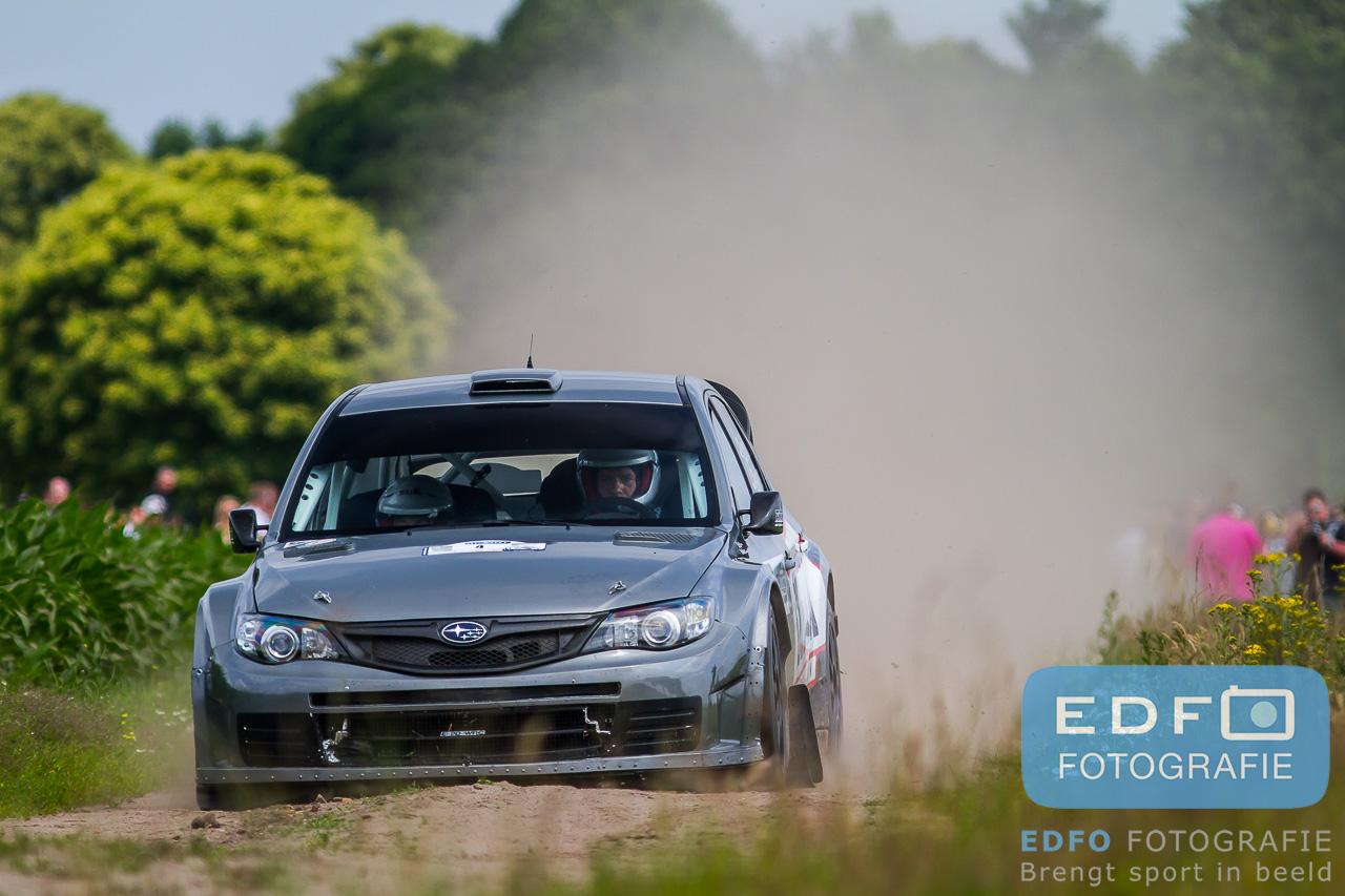 Edwin Schilt en Lisette Bakker, winnaars van de GTC Rally 2013 in een Subaru Impreza WRC S14