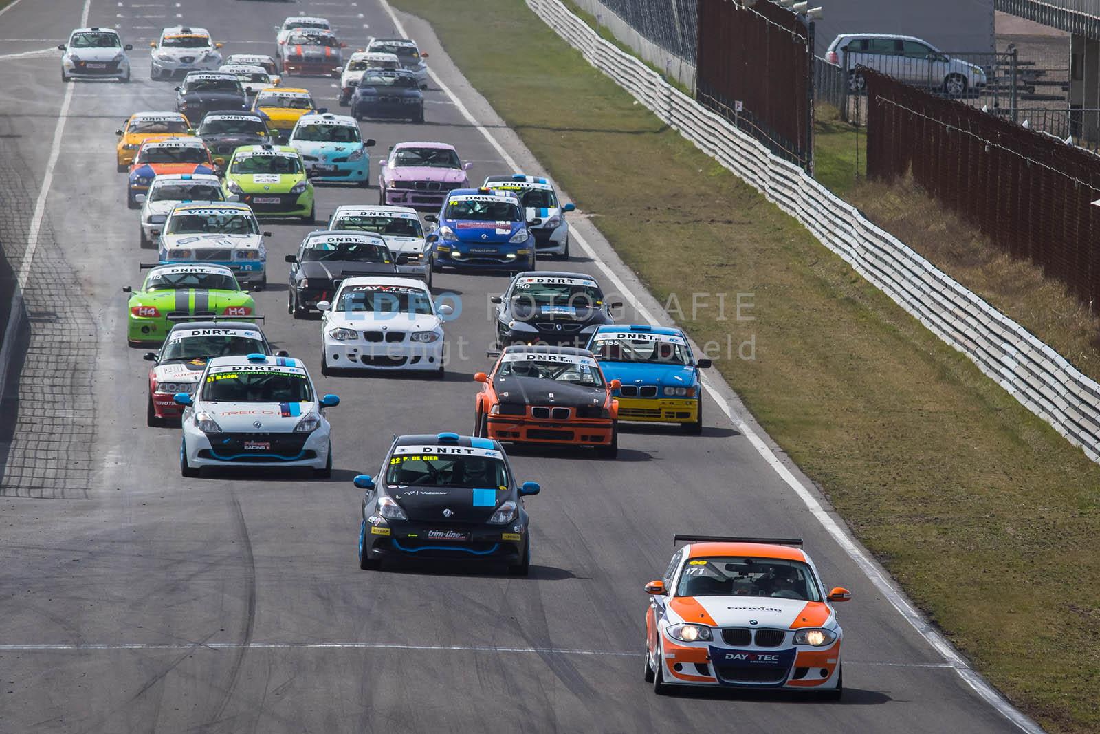 Start van de DNRT Sportklasse tijdens de DNRT Racing Days 1 2015 op Circuit Park Zandvoort